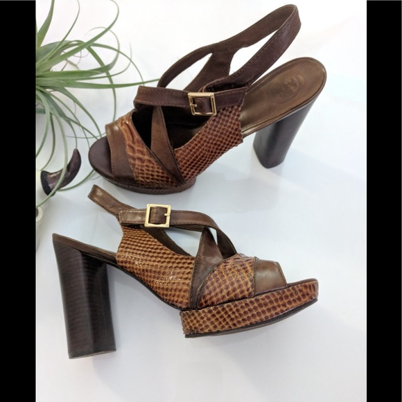 bca58742fae Tory Burch platform heel sandals Brown 9 1 2 EUC. M 5ad3ce445512fd6cc664e514
